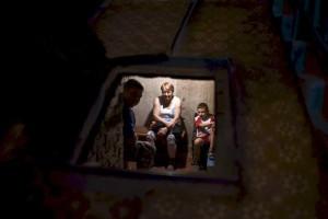 Kjeller i Donetsk...familie gjemmer seg