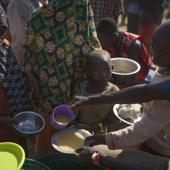 Antall barn som trenger nødhjelp stiger etter som flere og flere familier legger på flukt fra Burundi. 78 000 flyktninger har hittil kommet til leiren Nyarugusu i Tanzania. Bare den siste måneden har det kommet 25 000 flyktninger hit.