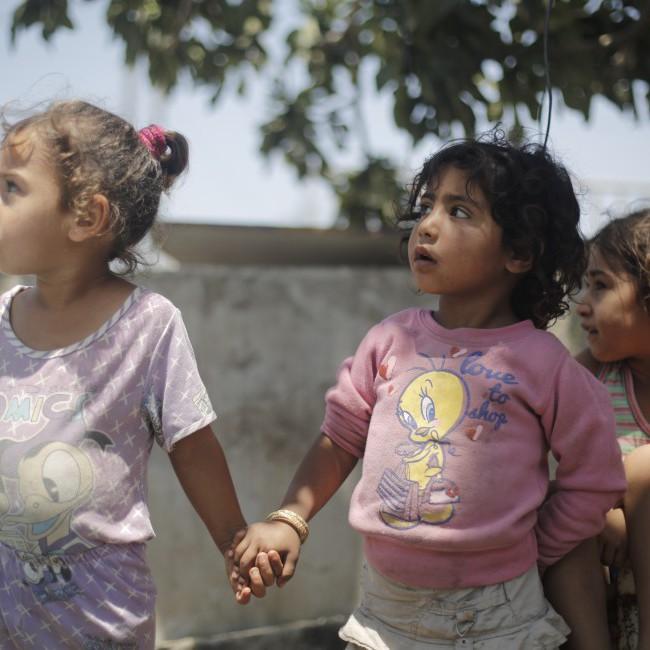 Barn leker i ruinene av det som en gang var hjemmet deres i Beit Hanoun, en av byene på Gaza-stripen som ble hardets rammet av angrepene fra Israel.